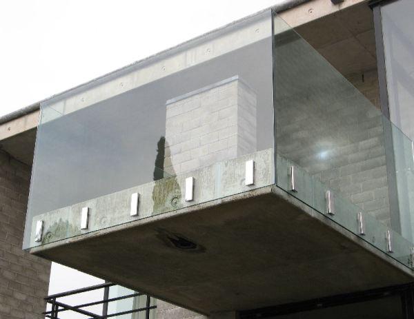 Guarda-corpo-de-vidro-sacada