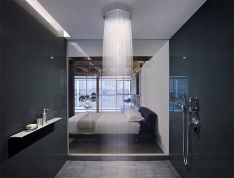 banheiro-paredes-escuras-chuveiro-teto-rasgo-iluminacao-600x456