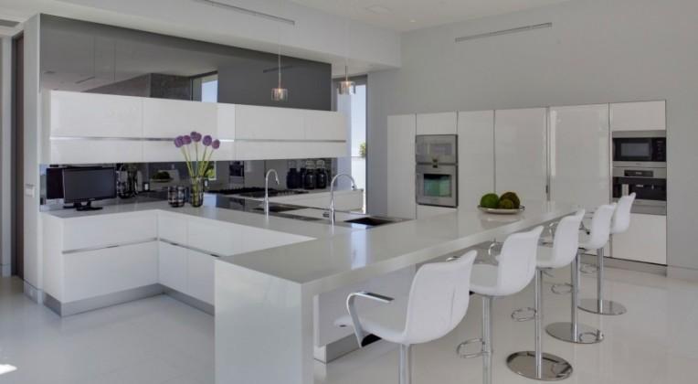decoracao-cozinha-branca-casa-em-los-angeles