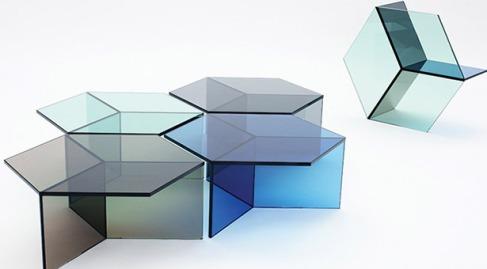 Mesa-de-vidro-tem-Encaixe-perfeito-com-a-geometria_1