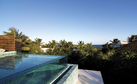vidro_na_borda_da_piscina_resort_be_talum(1)