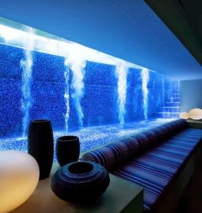 Piscina-em-Vidro-de-Casa-em-Singapura-Guz-Arquitetos